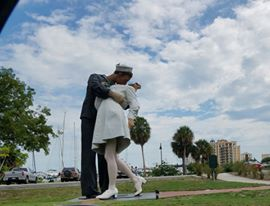 florida_kissing sailor_2016